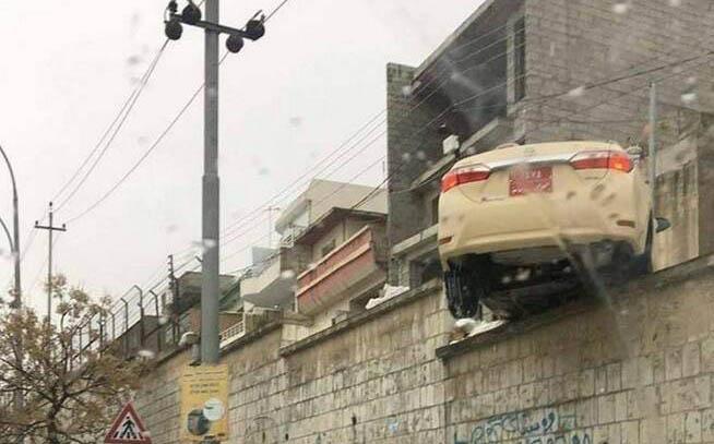تصویری باورنکردنی از تصادف یک خودرو در کردستان! + عکس