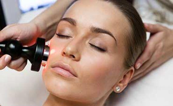 آیا برای رفع مشکلات پوستی صورت بهترین گزینه لیزر است؟