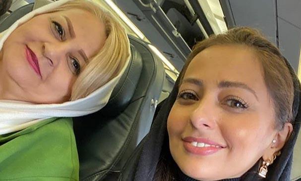 نفیسه روشن و مادرش در هواپیما + عکس