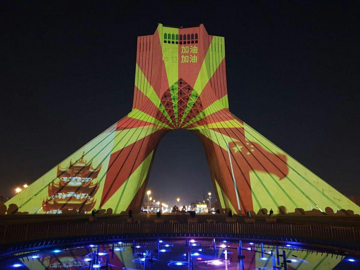 اکران تصاویری بر برج آزادی تهران برای همدردی با ملت چین + عکس