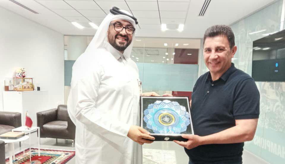 هدیه امیر قلعه نویی به قطریها + عکس