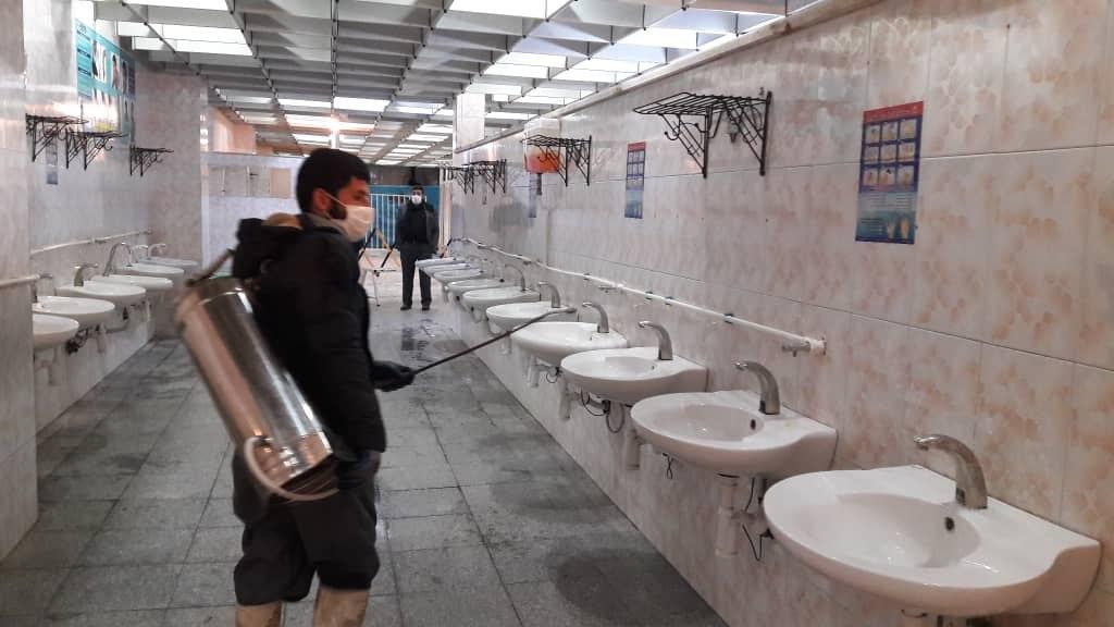 ضدعفونی کردن سرویس های بهداشتی در مسجد جمکران + عکس