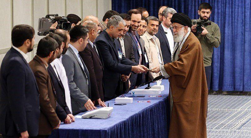 پوشش خبری شرکت رهبر انقلاب در انتخابات از شبکه الجزیره + عکس