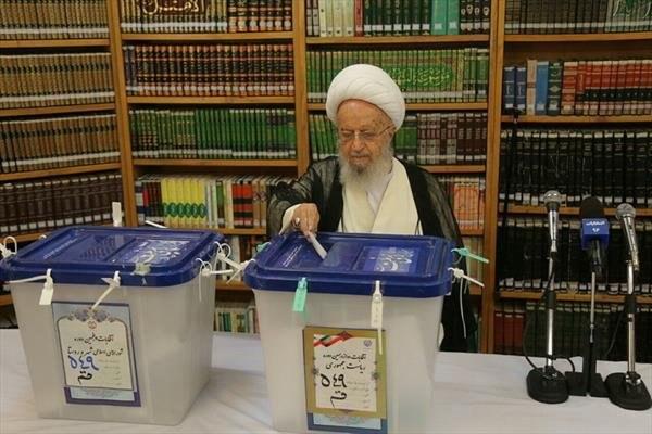 شرکت آیتالله العظمی مکارم شیرازی در انتخابات + عکس