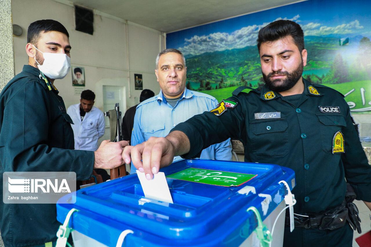 اخذ رای در بیمارستان ها؛ دادن رای با آنژیوکت! + عکس