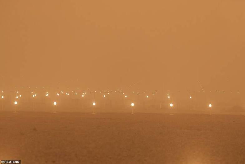 آسمان جزایر قناری به رنگ قرمز شد + عکس