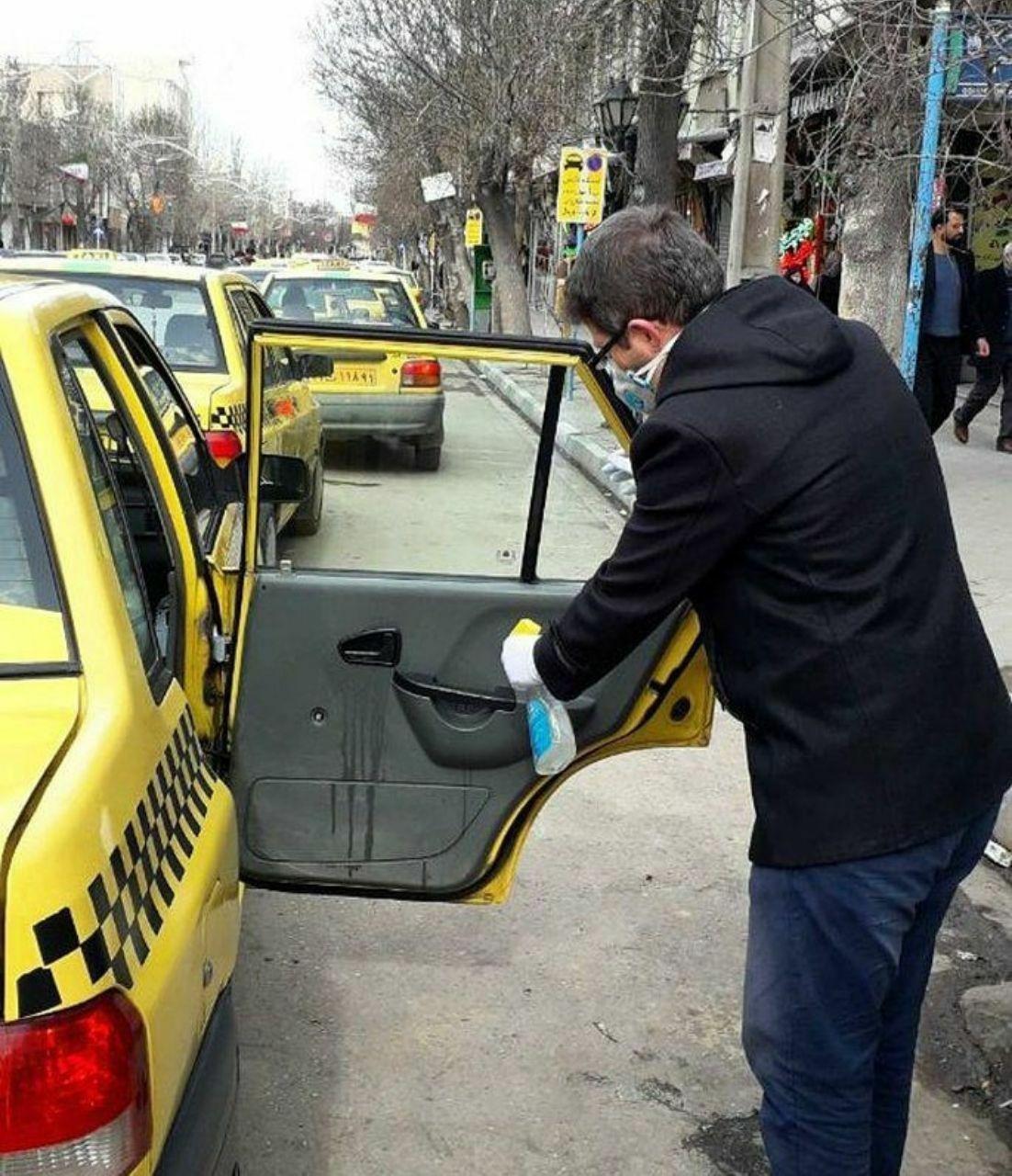 مسئولیت پذیری یک راننده تاکسی برای سلامتی مسافران + عکس