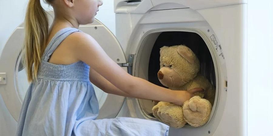 ۱۳ چیزی که نمیدانستید میتوانید با ماشین لباسشویی بشویید