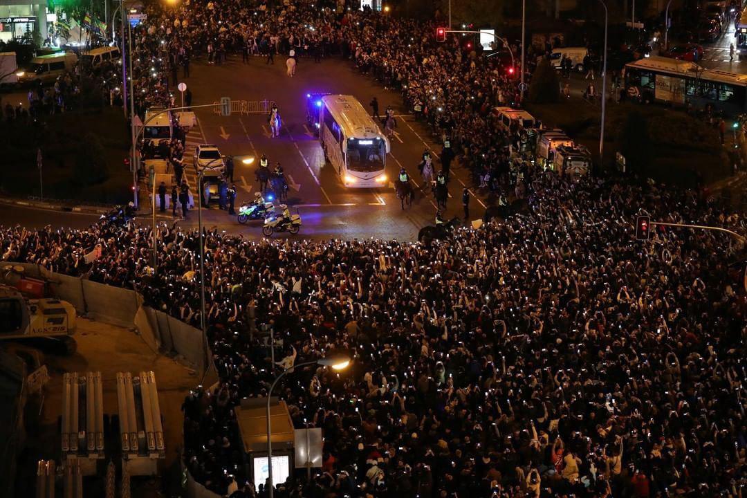 استقبال هواداران رئال مادرید از اتوبوس کهکشانیها + عکس