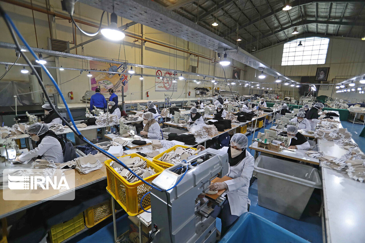 خطوط تولید مواد ضدعفونی کننده و ماسک های فیلتر دار در وزارت دفاع + عکس