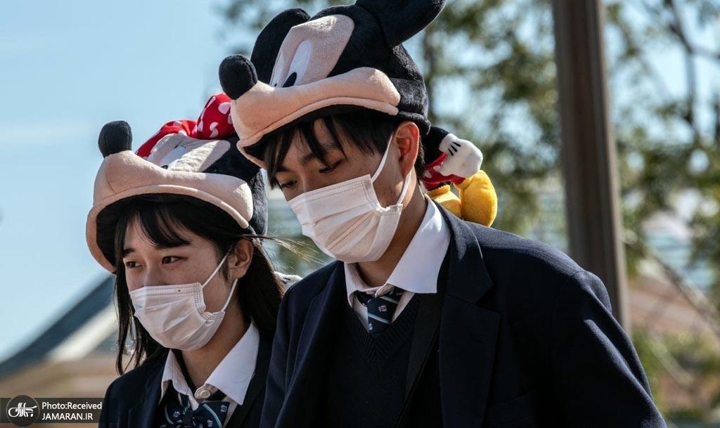 دانش آموزان ژاپنی با ماسک و کلاه دیزنی + عکس