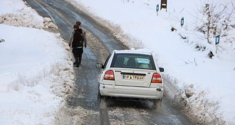 برف و باران جادههای ۹ استان را فرا گرفت