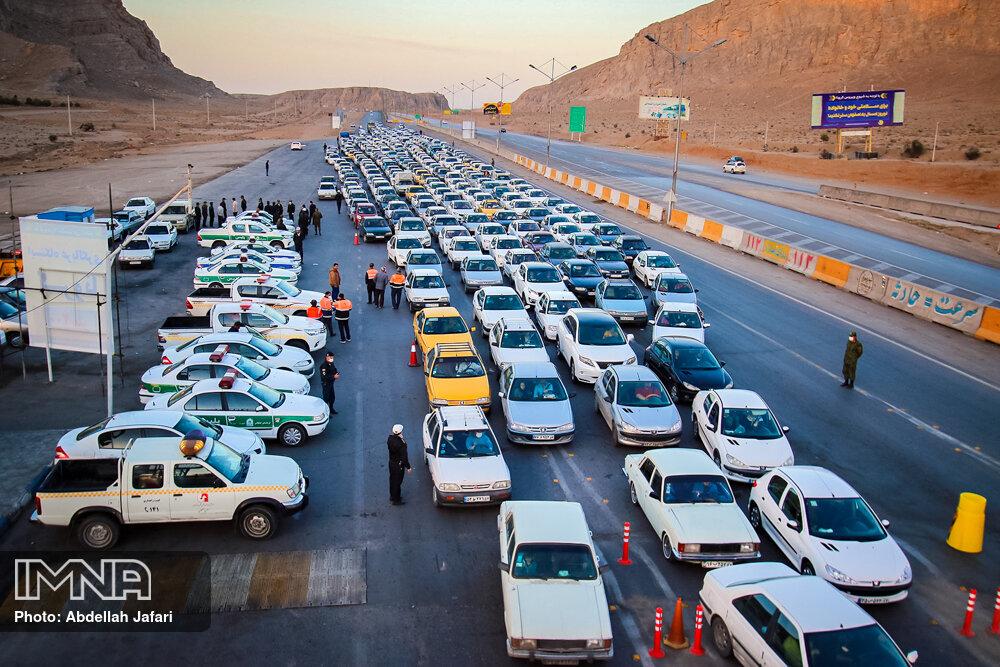 حجم زیاد خودروها در پلیس راه اصفهان – شیراز ! + عکس