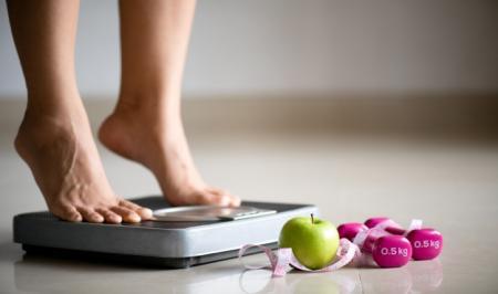 علتهایی که باعث افزایش چاقی شکمی میشود؛ شکم در موقعیت آفساید!