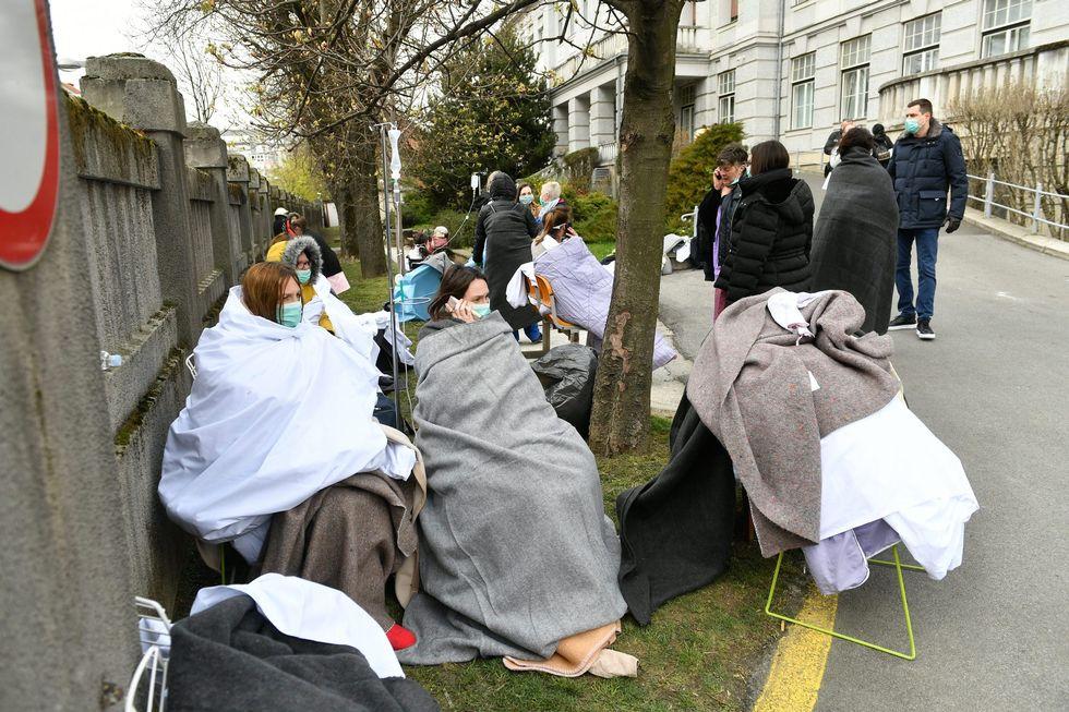 فرار بیماران از بیمارستان بخاطر زلزله در کرواسی! + عکس