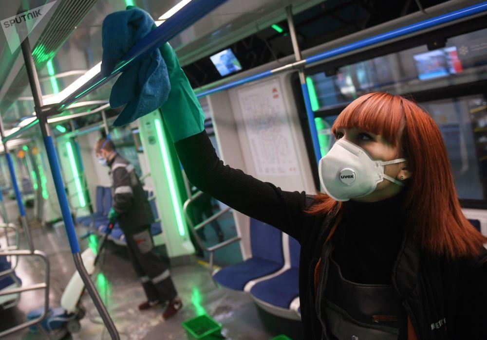 ضدعفونی متروی مسکو + عکس