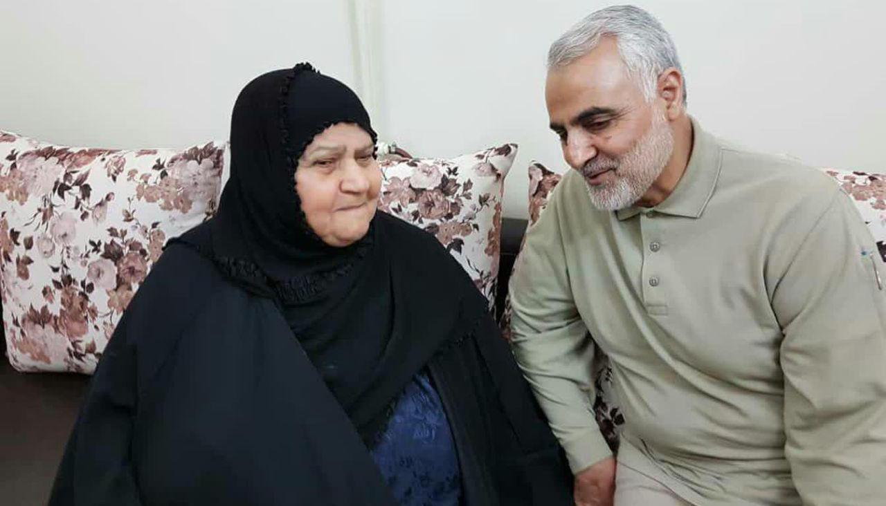 دیدار صمیمانه شهید سردار سلیمانی با خانواده شهید علی هاشمی + عکس