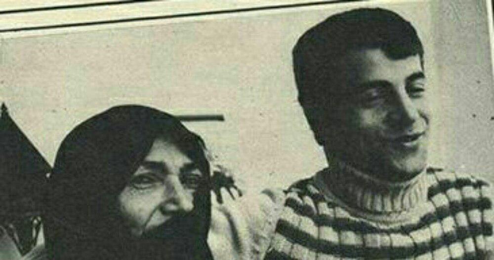 علی پروین در کنار مامان نصرت + عکس