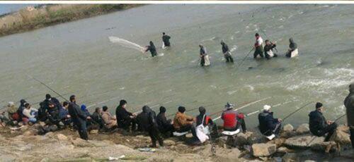 تجمع و ماهیگیری بیاعتنا به کرونا در لنگرود + عکس
