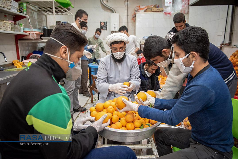 تهیه آبمیوه طبیعی برای بیماران کرونایی در شیراز  + تصاویر