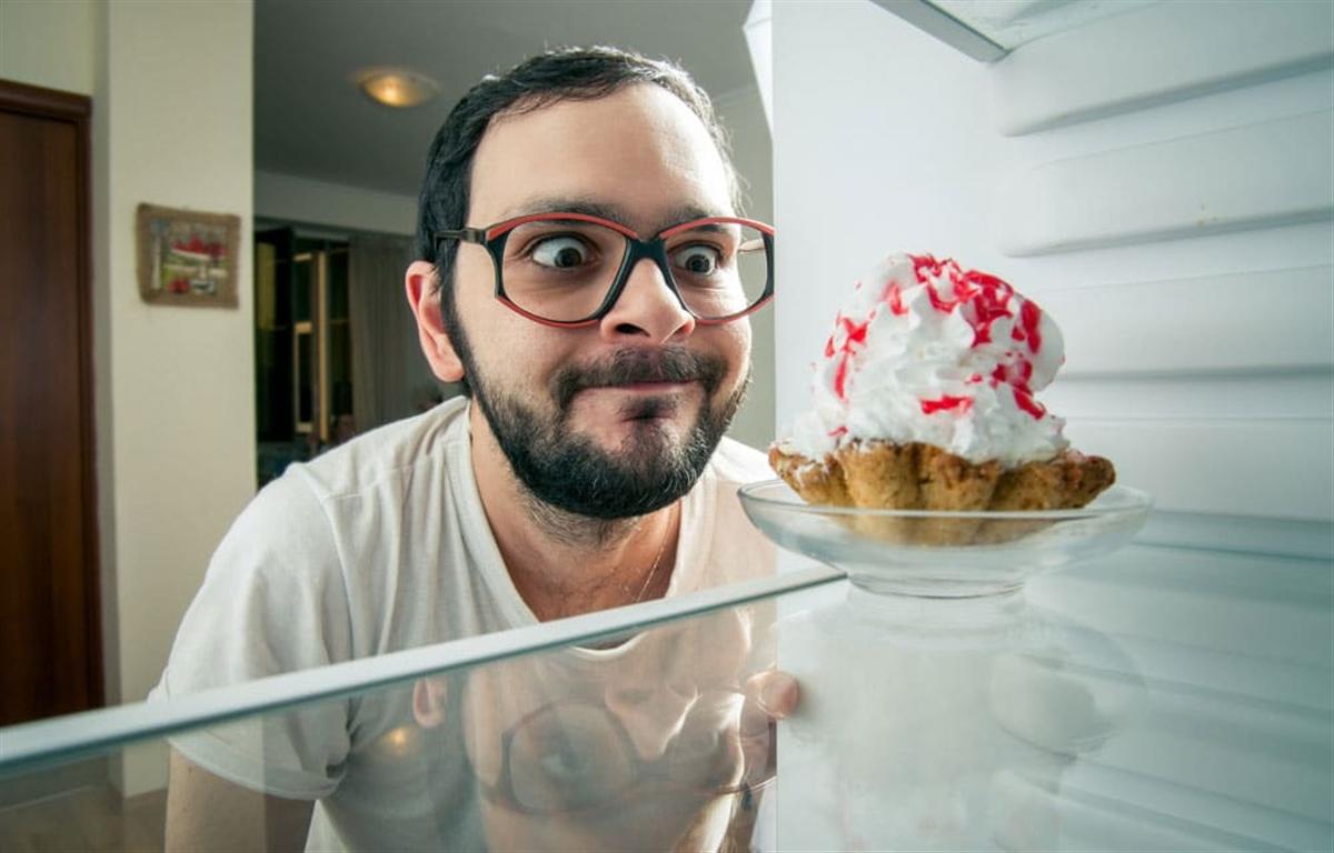 چگونگی مقابله با هوس خوردن شیرینی و خواب بد در ایام قرنطینه خانگی