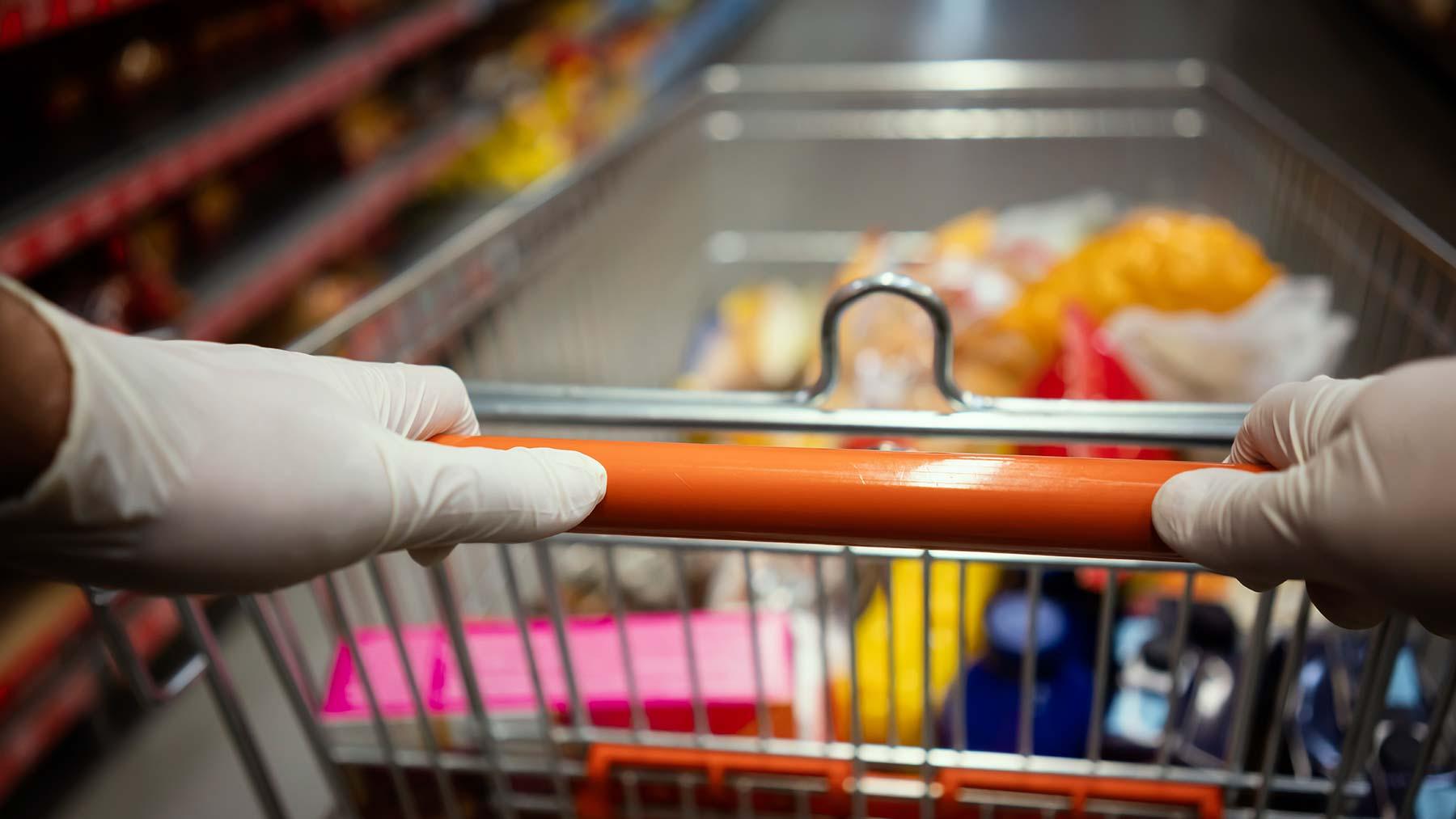 آیا استفاده از دستکش هنگام خرید برای ایمنی از کرونا موثر است؟