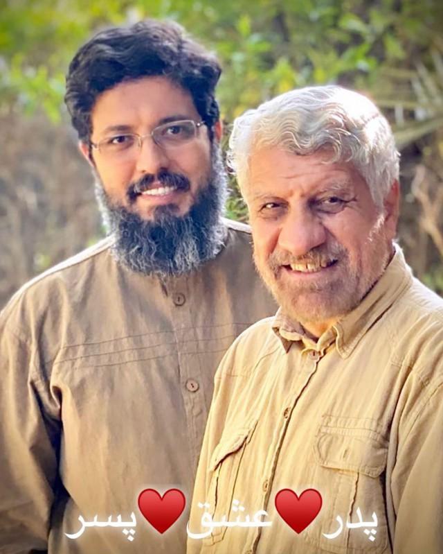 مداح معروف دوران جنگ در کنار پسرش+ عکس