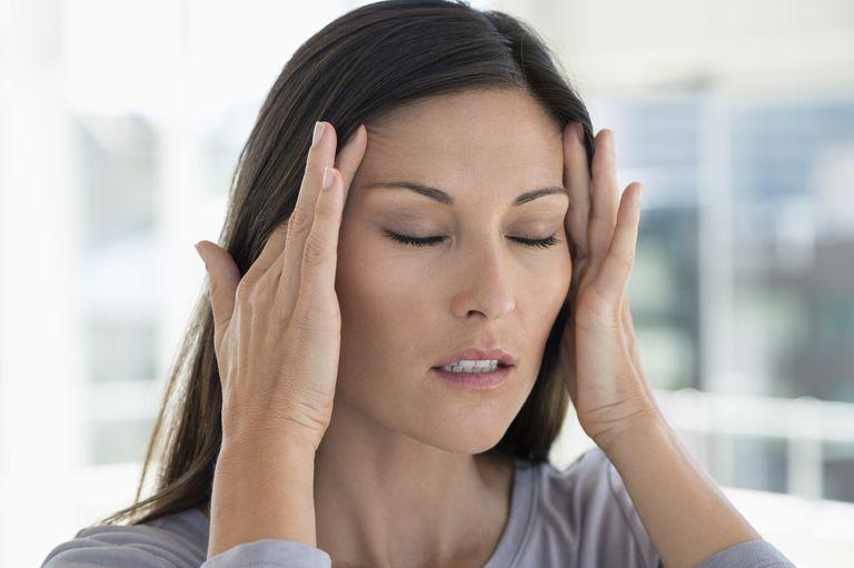 چگونه بفهمیم سردرد داریم یا میگرن؟