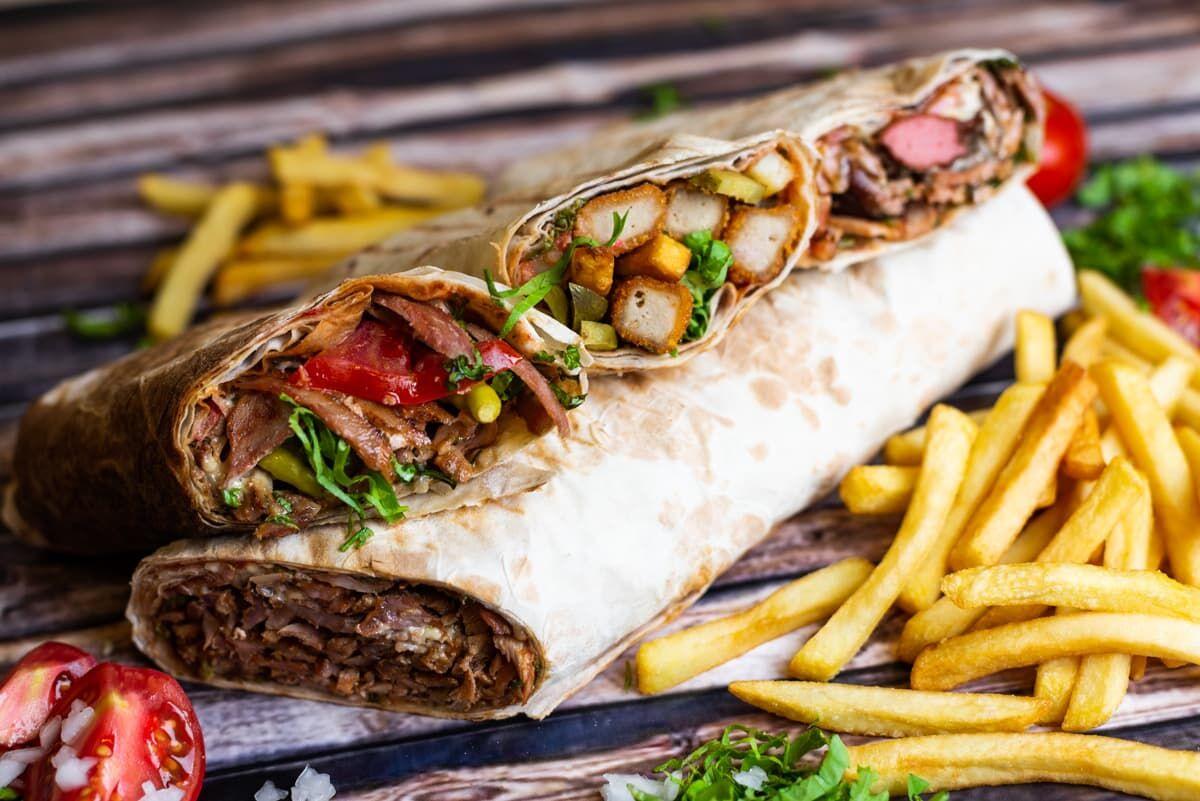 طعم  خانگی شاورما، به همراه سالاد لبنانی فتوش را امتحان کنید