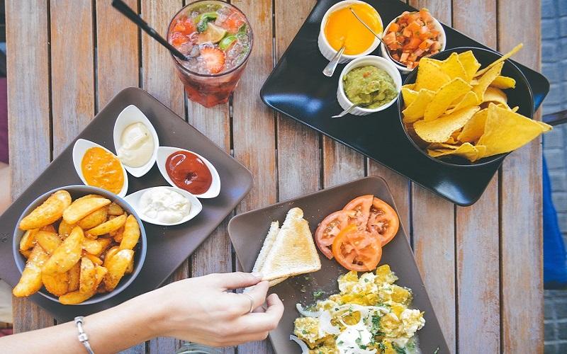 آیا مصرف غذاهای رستورانی در دوران همه گیری کرونا خطرناک است؟