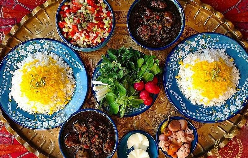 سالاد، ماست، ترشی یا سبزی خوردن؛ مصرف کدام با غذا بهتر است؟