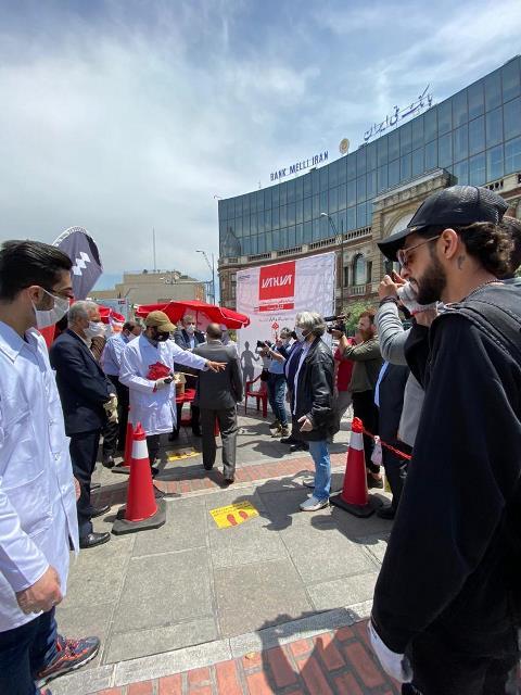 توزیع رایگان 100 هزار ماسک رایگان در میدان حسن آباد تهران + عکس