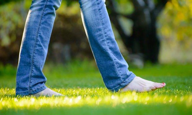 مزایای پا برهنه راه رفتن