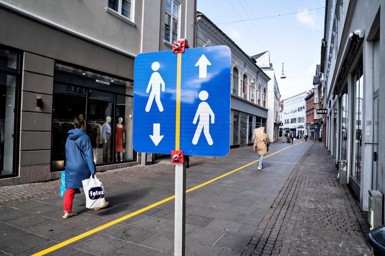 خط کشی خیابانهای دانمارک برای رعایت فاصلهگذاری + عکس