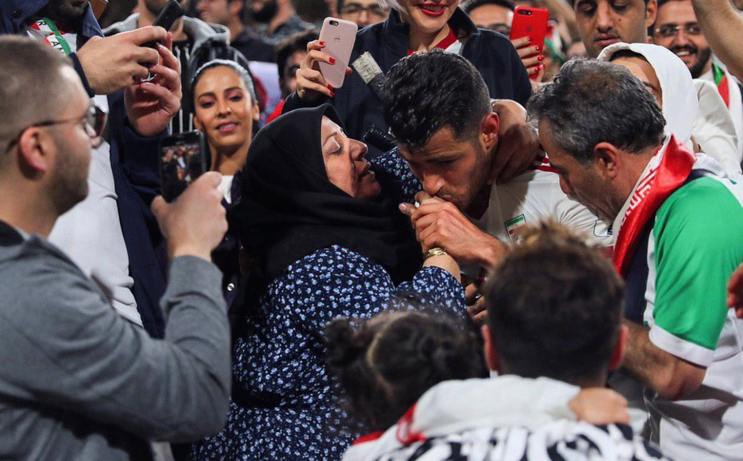 عشق مدافع ایرانی، سوژه صفحه AFC شد! + عکس