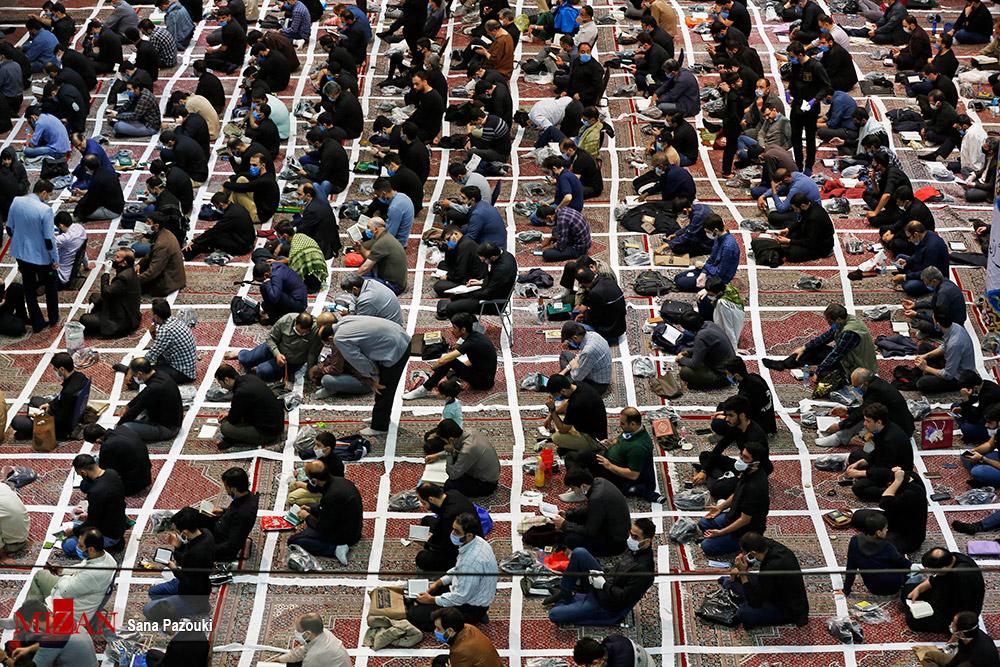 رعایت جالب فاصله گذاری در مسجد ارگ تهران + عکس
