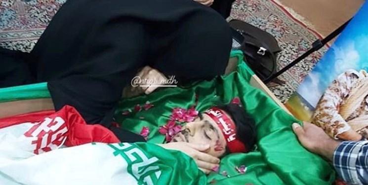 وداع خانواده شهید «ابوالفضل سرلک» با پیکر عزیزشان در سوریه+عکس