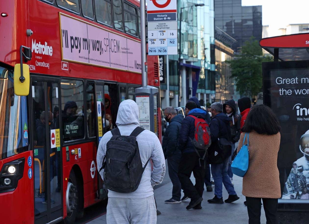 شلوغی لندن در روزهای کرونایی + عکس