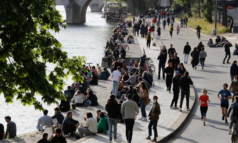 شلوغی پاریس بعد از لغو قوانین قرنطینه + عکس