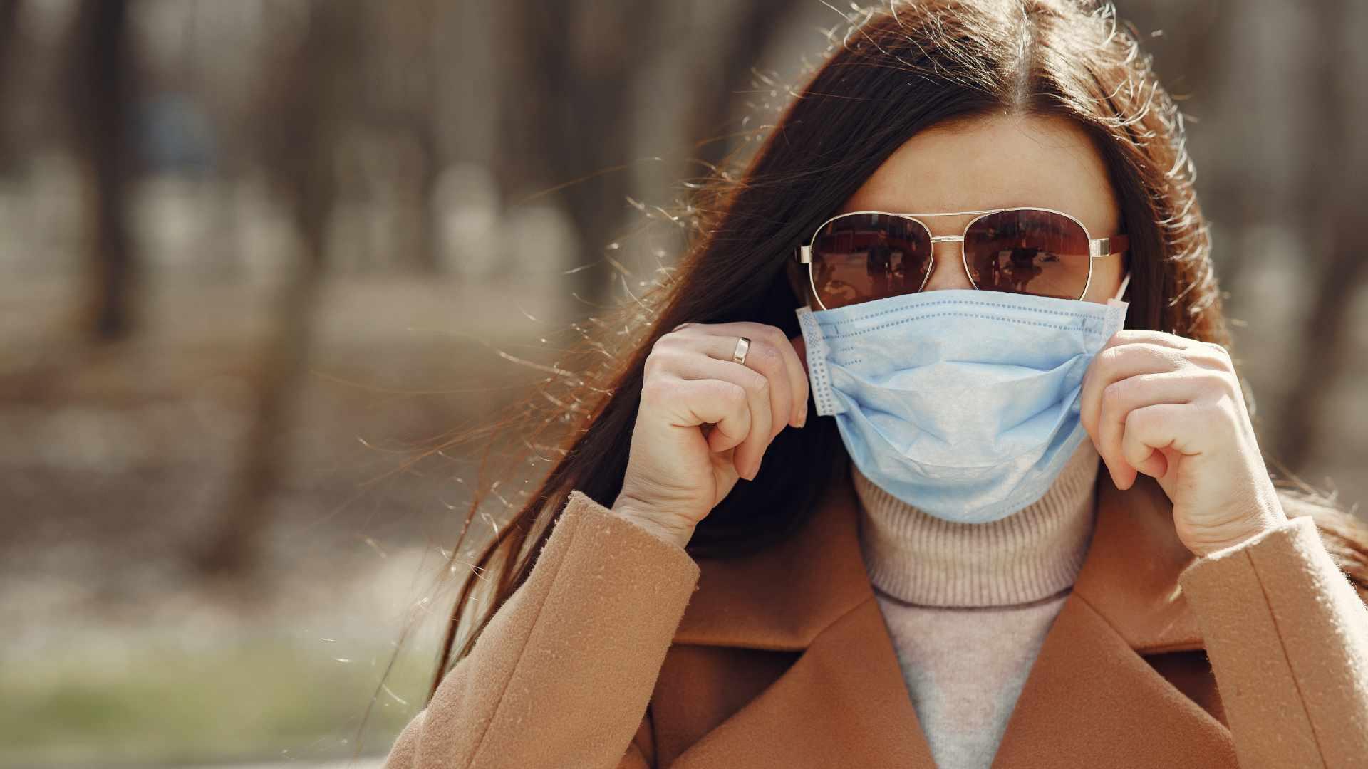 راهکار طلایی برای جلوگیری از بخار شیشه عینک هنگام ماسک زدن