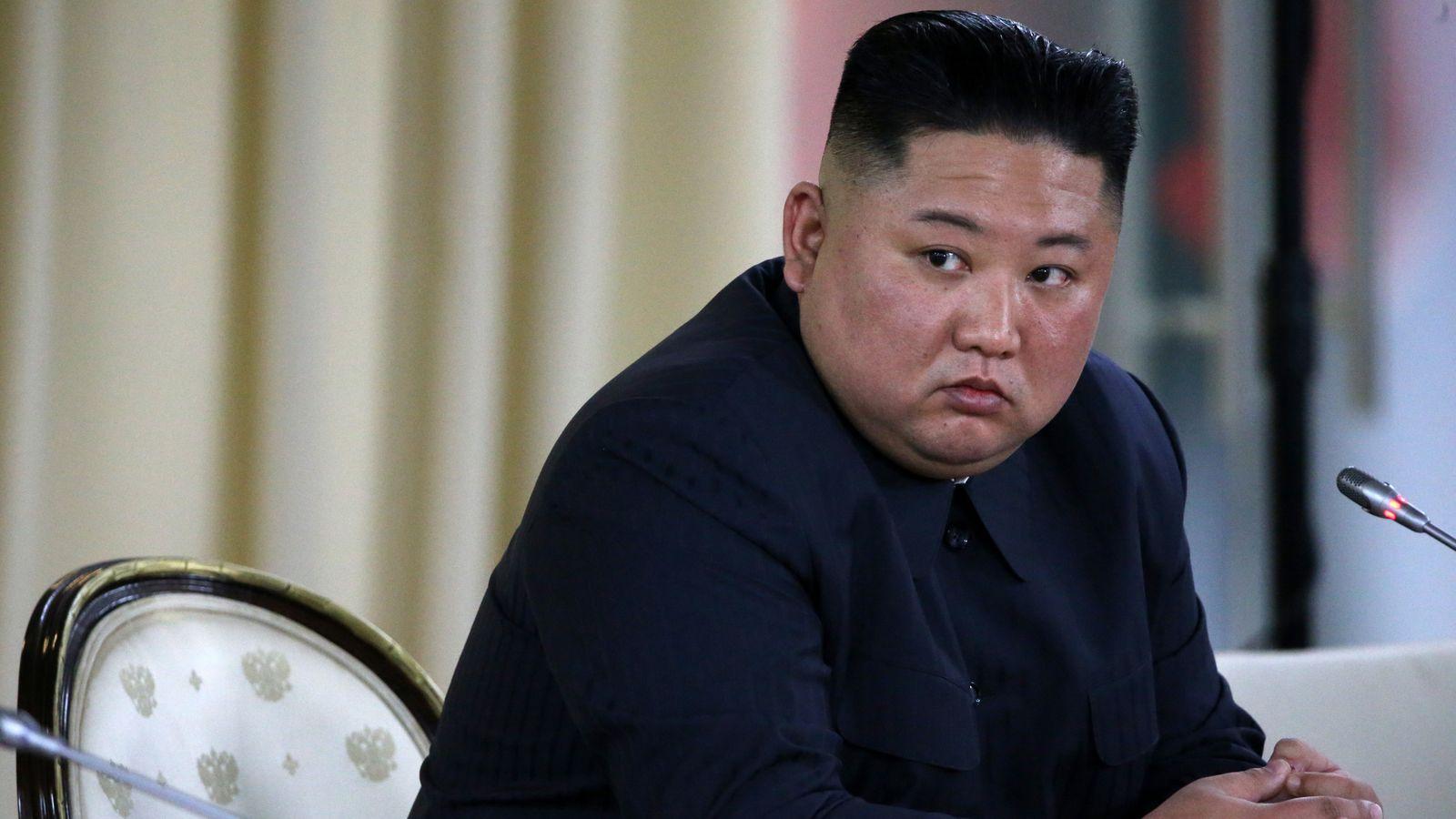 برداشته شدن مجسمه ها و تصاویر رهبران کره شمالی و باز هم شایعه مرگ کیم جونگ اون + عکس