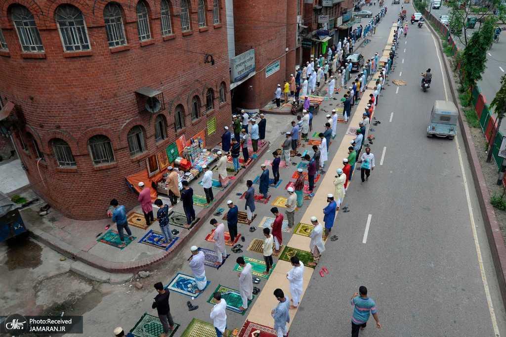 نماز جماعت با رعایت فاصله اجتماعی + عکس