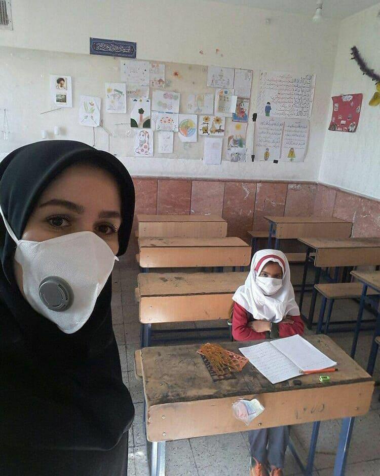 کلاس خالی خانم معلم با تنها دانش آموزی که به مدرسه آمد! + عکس