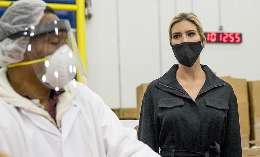 ایوانکا ترامپ با ماسک آمریکا از قرنطینه خارج شد + عکس