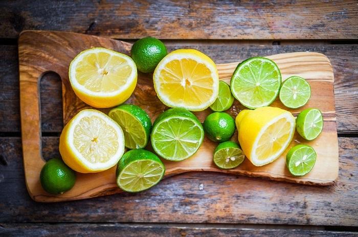 خطرات نگهداری آب لیمو در بطری پلاستیکی