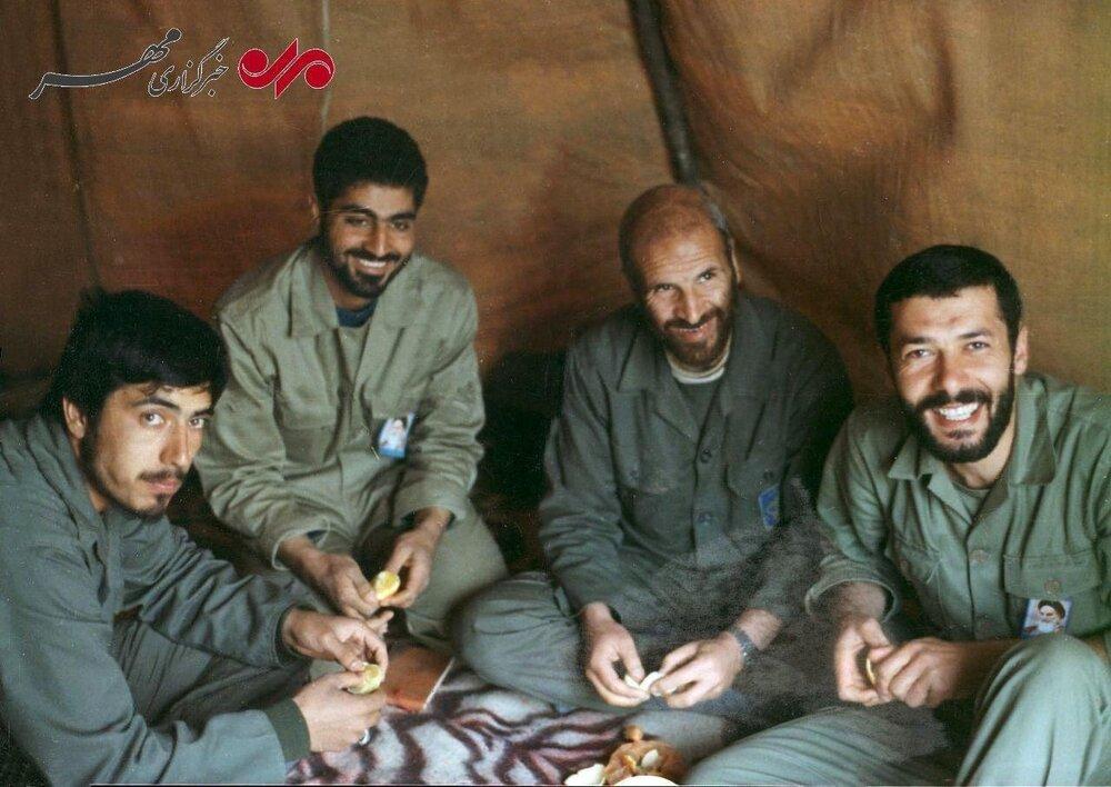 تصویری جالب و کمتر دیده شده از حاج قاسم سلیمانی در دوران دفاع مقدس