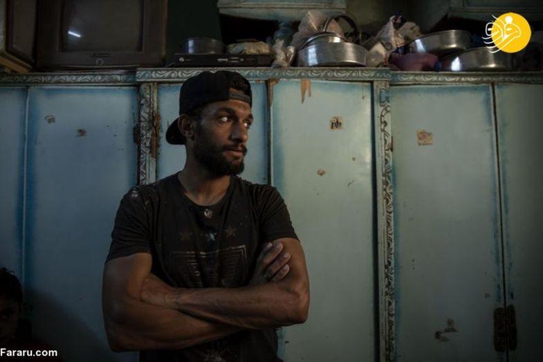 کرونا یک فوتبالیست را فروشنده خیابانی کرد + عکس