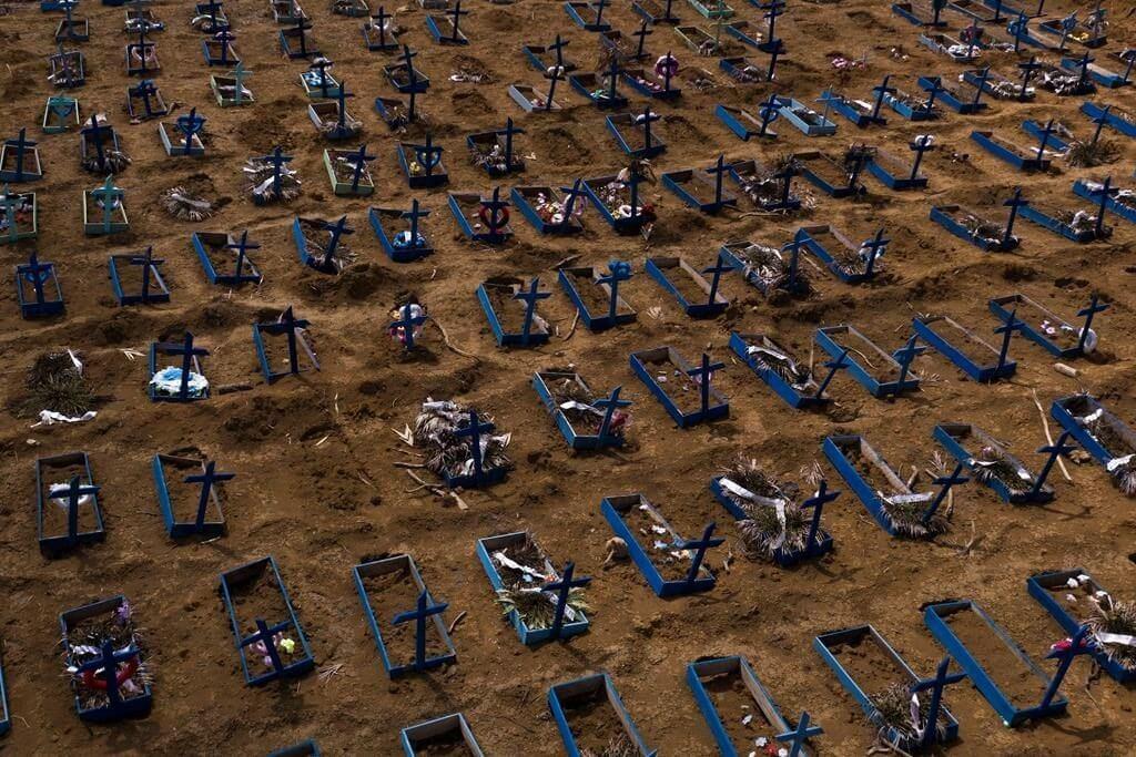 قبرهای جدید قربانیان کرونا در برزیل + عکس