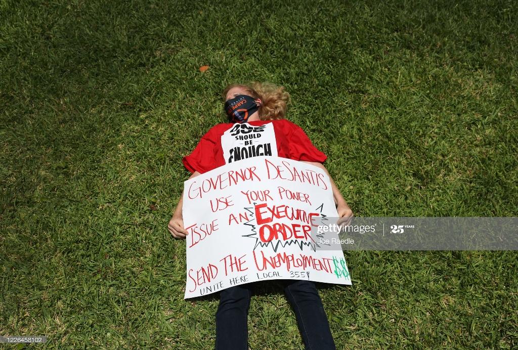 تجمع اعتراضی بیکاران بر اثر شیوع کرونا در ایالت فلوریدا + عکس