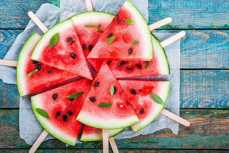 میوهای که میتواند بخش زیادی از آب بدنتان را تامین کند
